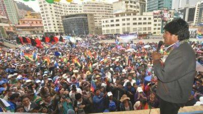 Por crecimiento económico Evo Morales anuncia doble aguinaldo