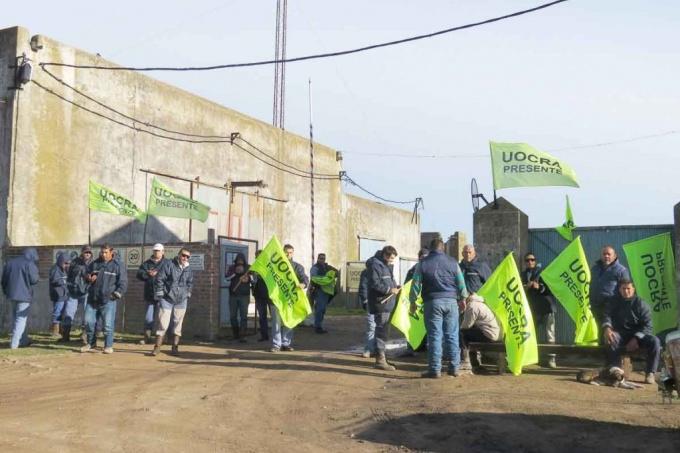 Balcarce: despidieron a 150 trabajadores de una empresa que realizaba obras eléctricas