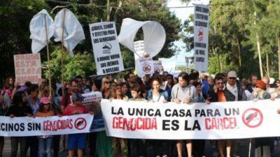 A 35 años de la vuelta de la democracia, más de 600 genocidas fueron beneficiados con la domiciliaria