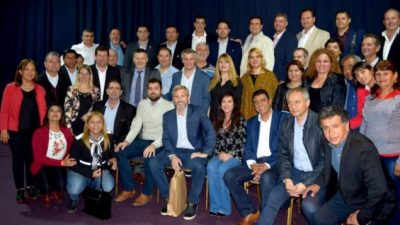 Pacto fiscal: firmaron 390 intendentes cordobeses y el PJ dice que le ganó a Mestre