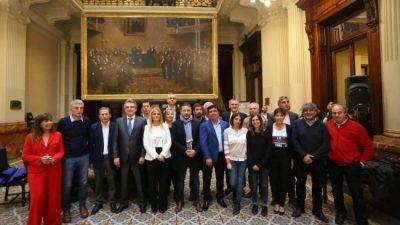 Una comitiva de intendentes del PJ Bonaerense fue al Congreso para apoyar a los diputados kirchneristas