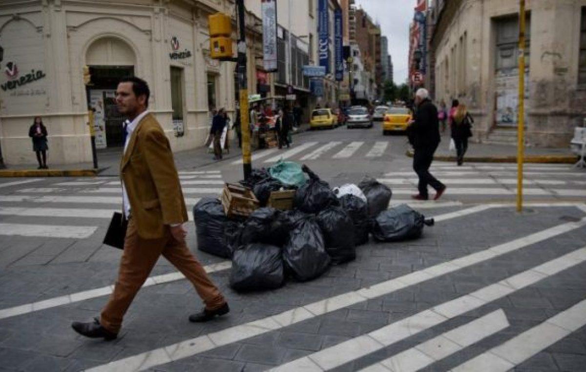 Recolección de residuos en Córdoba: un servicio a medias, hasta diciembre
