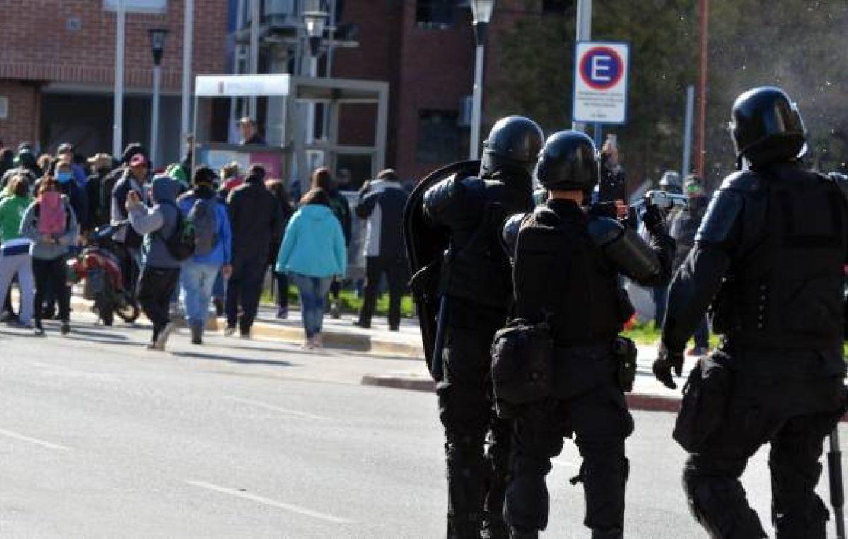 Neuquén: Sitramune mostró las heridas de los trabajadores que recibieron balas de goma