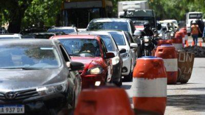 Las comunas mendocinas pretenden solucionar el caos vehicular, pero cada una por su lado