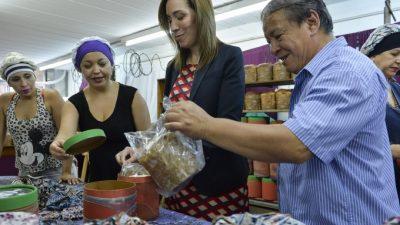 """A lo """"Mamá Noel"""", Vidal compró 300 mil canastas navideñas para repartir en Municipios bonaerenses"""