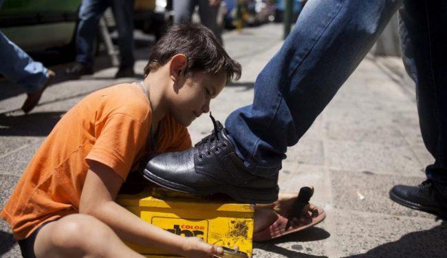 Casi 100 adolescentes y niños trabajan en la calle cordobesa