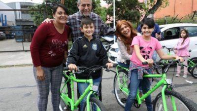 Otros 4800 niños de Avellaneda recibieron sus nuevas bicicletas