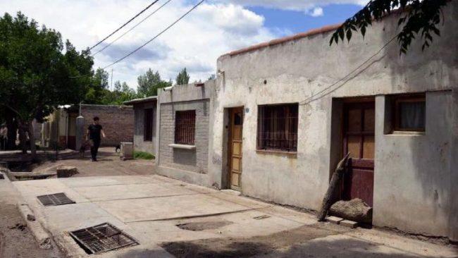 Quieren que la municipalidad de Santa Rosa pinte gratis las casas para mejorar el humor