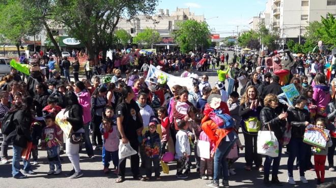 """Los niños de Neuquén marchan: """"ya es hora que alguien nos tenga en cuenta"""""""