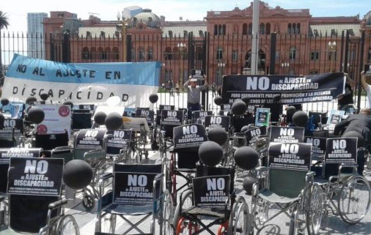 Conmovedora Marcha de las sillas vacías: rechazo al indignante ajuste a discapacitados