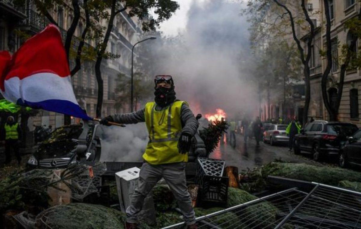 Macron cedió a la protesta de los chalecos amarillos