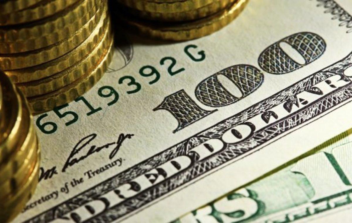 El dólar pegó otro salto y el riesgo país no logra bajar de los 700 puntos