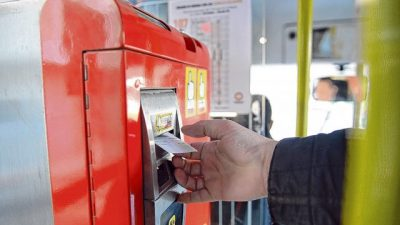 La intendenta de Rosario pidió otra vez al Concejo facultades especiales para subir el valor del boleto