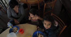 Dos mil familias mendocinas reciben $140 por mes para comer