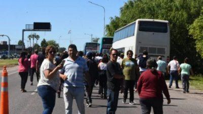 """Buenos Aires: Municipales de toda la provincia fueron demorados por la policía con un """"trato discriminatorio"""""""