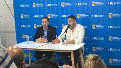Gray asumió al frente del PJ Bonaerense con el apoyo de CFK y los tapones de punta contra Vidal
