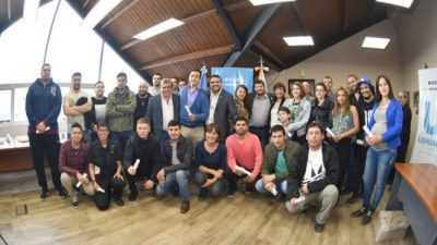 41 agentes municipales de Ushuaia pasaron a planta permanente