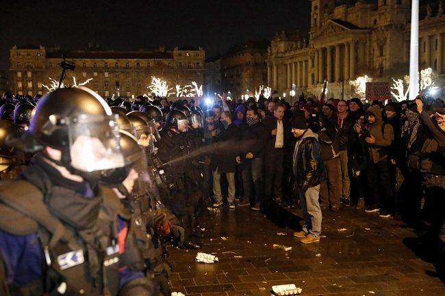 """Hungría: Protestan la """"ley de esclavitud"""""""