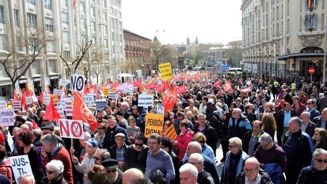 """Jubilados españoles se manifestaron por """"jubilaciones dignas"""""""