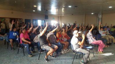 """Municipales de Esquel rechazan 5% de """"cláusula gatillo"""" y sostienen el 16% de aumento salarial"""