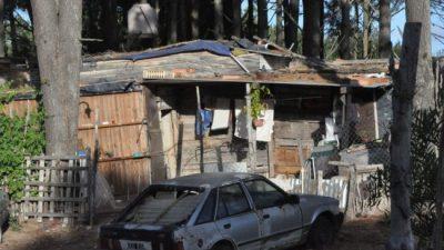"""El """"otro"""" Pinamar: la pobreza y la marginación junto a las mansiones y el lujo"""