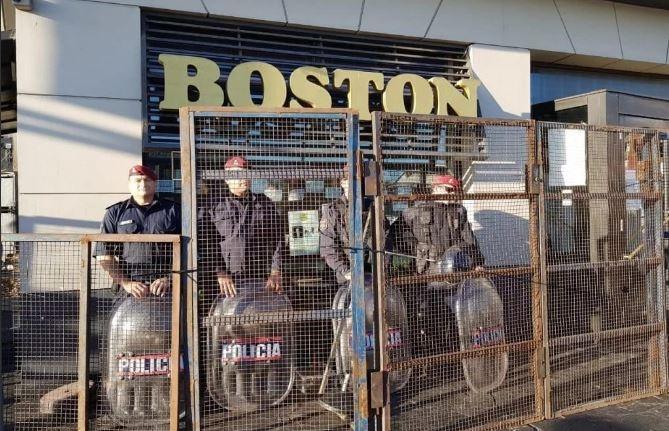 Mar del Plata: Tras más de 200 días de resistencia, desalojaron a trabajadores de la confitería Boston