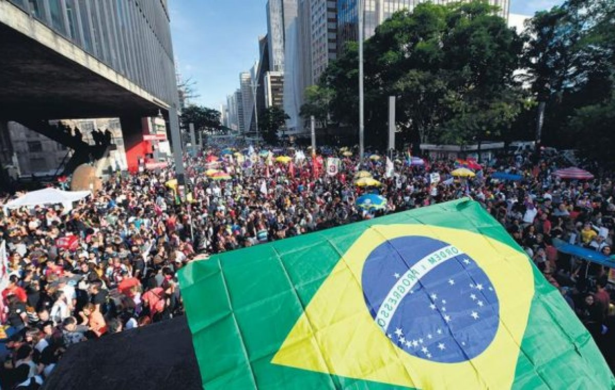 La crisis brasileña cambia de forma