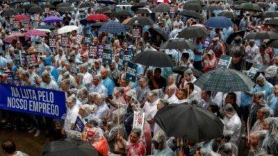 Multitudinaria movilización contra el cierre de fábrica de Ford en Brasil
