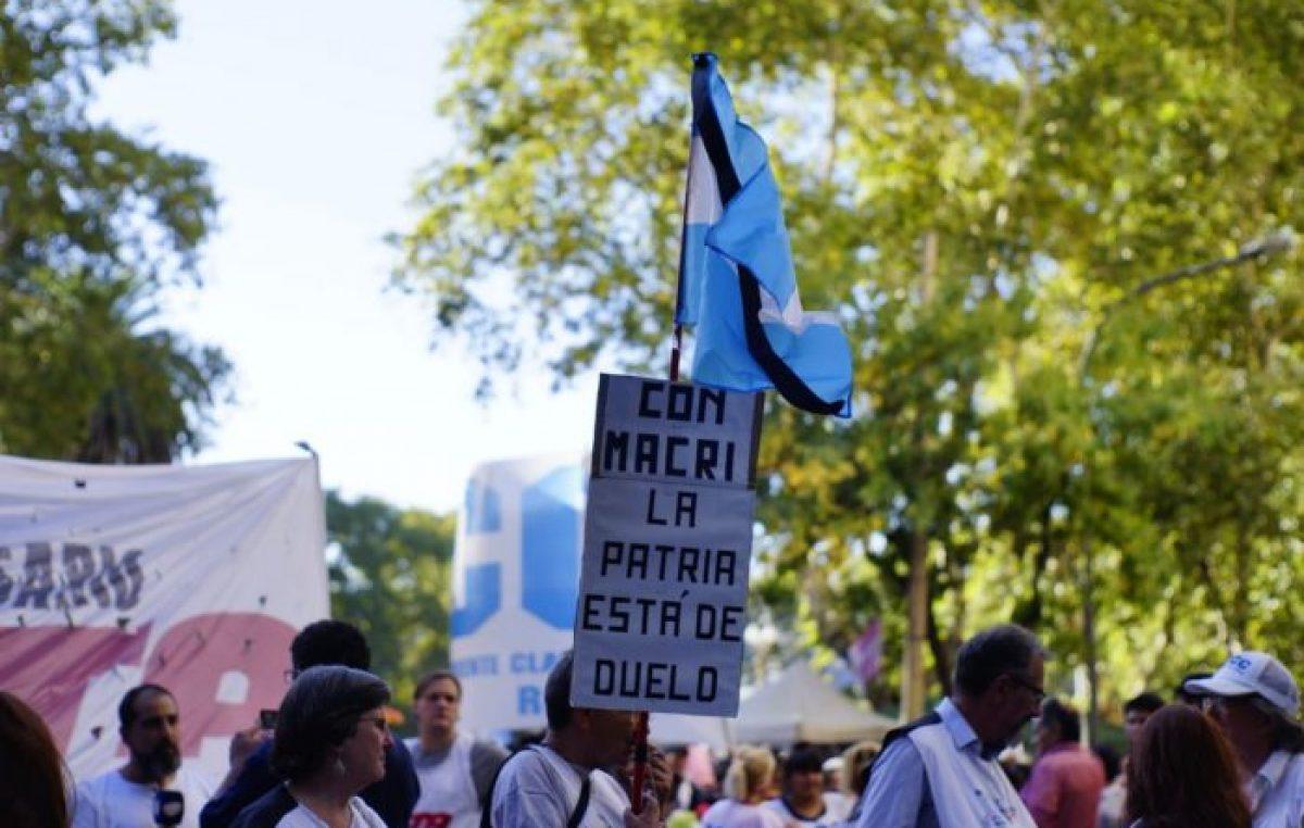 Una multitud marchó en Rosario contra los tarifazos y pidió un cambio de política