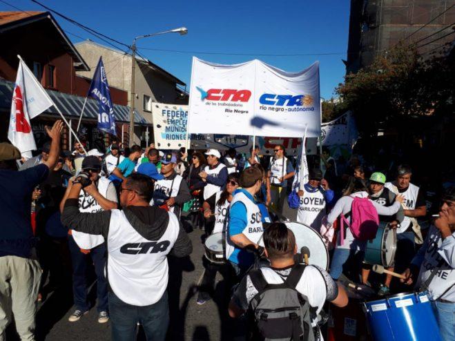 Multitudinaria marcha contra el tarifazo en Bariloche