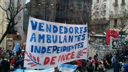 Crisis sin fin: aumentó un 252% la venta callejera en la Ciudad de Buenos Aires