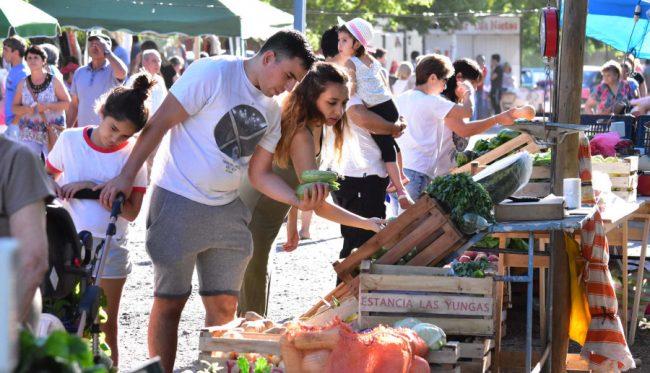 Crecen las ferias en Río Negro ante la caída del salario