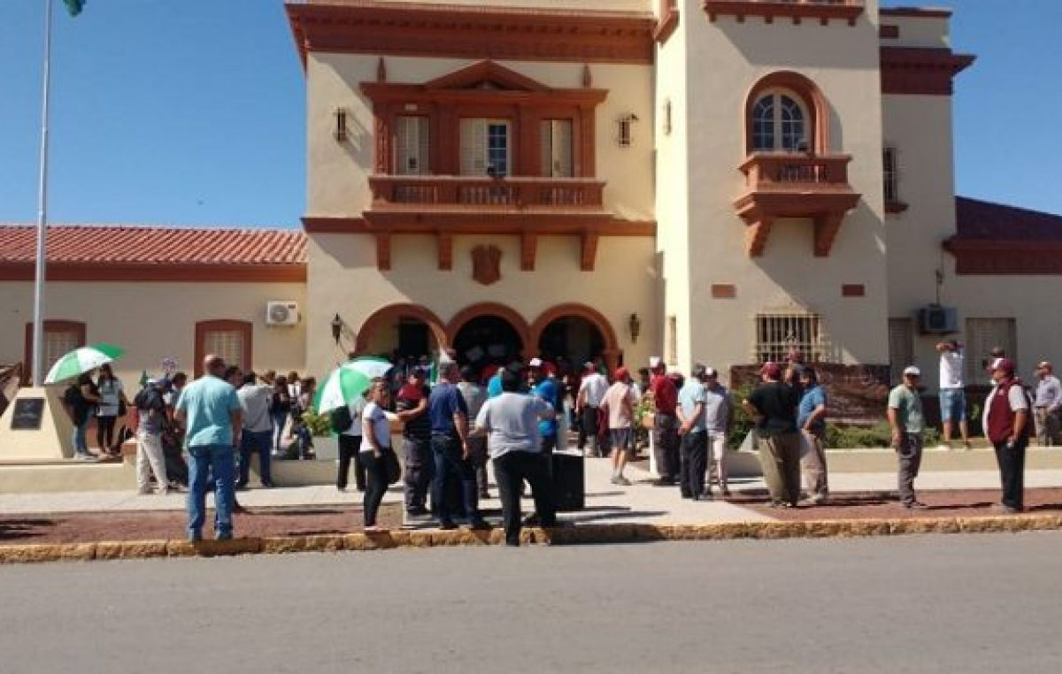 """Contra los """"caprichos"""" del intendente, los municipales de Villarino redoblan plan de lucha"""