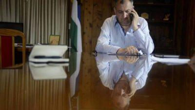 A las llamadas millonarias, el intendente de Bariloche suma un servicio de WhatsApp