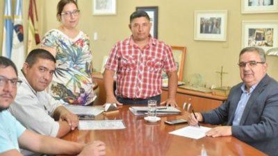 Rubrican el acuerdo de incremento para trabajadores municipales de Catamarca