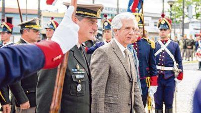 Tabaré echó al jefe del Ejército y sacudió a Uruguay en un año electoral