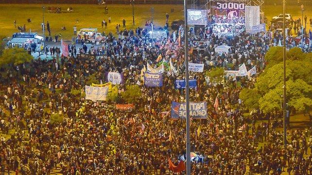 Rosario: Una marcha sin fin repudió el golpe del 76 y rechazó el ajuste de Macri