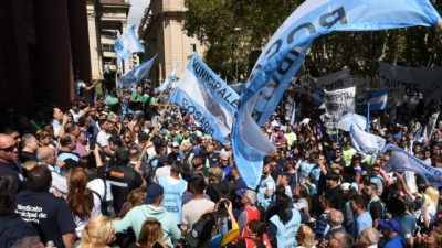 Los trabajadores municipales santafesinos se manifestaron en reclamo de una mejor oferta salarial