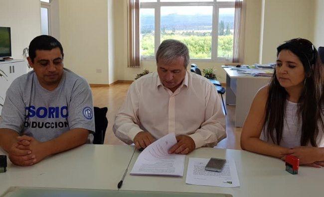 La Municipalidad de Trevelin y gremios firmaron acuerdo salarial del 27%