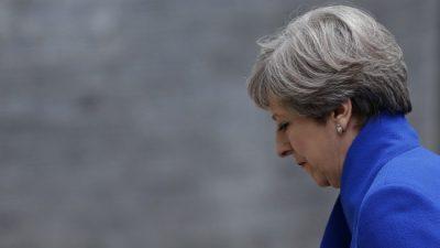 May ofrece su cargo para salvar el Brexit