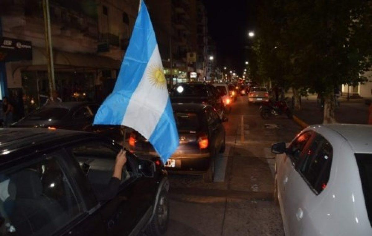 Importante movilización de comerciantes contra intendente de Olavarría por una medida que afectó las ventas