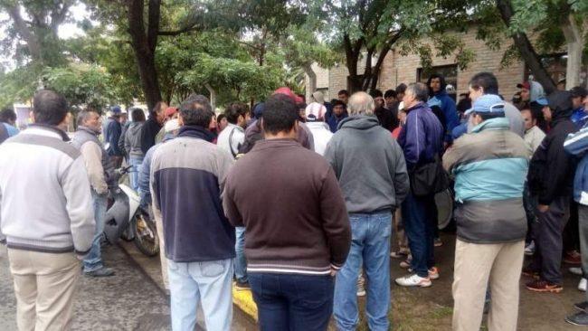 Fray Mamerto Esquiú: trabajadores municipales cortan la ruta 41 en reclamo por un aumento salarial