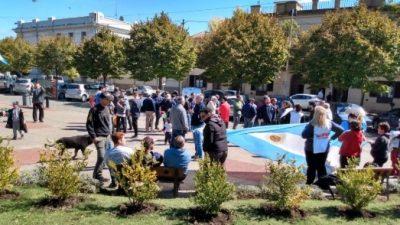 Toda una comunidad en vilo frente a una posible ola de despidos en Loma Negra