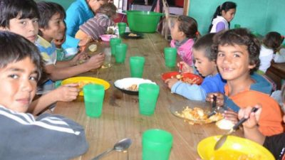 En pleno paro docente 18 mil chicos rosarinos fueron igual a la escuela, pero a comer