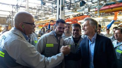 Peugeot suspendió por dos meses a 2000 trabajadores y hay temor por despidos
