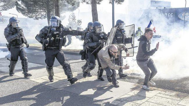 En Francia la represión ya está en marcha
