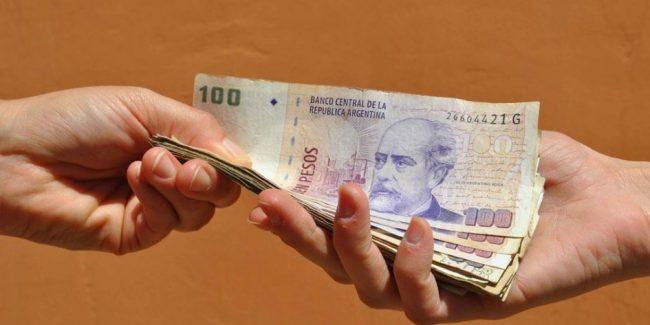La mitad de los argentinos le debe plata a alguien y el resto dice que la pedirá