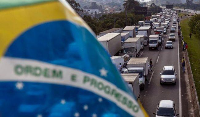 Brasil anuncia paquete para prevenir huelga de camioneros
