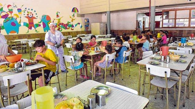 Rosario: Crecen los pedidos para servir copa de leche en los barrios