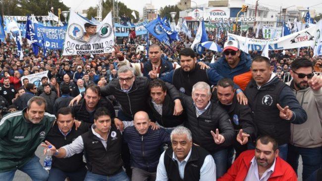 Imponente manifestación de trabajadores santacruceños contra las políticas de ajuste